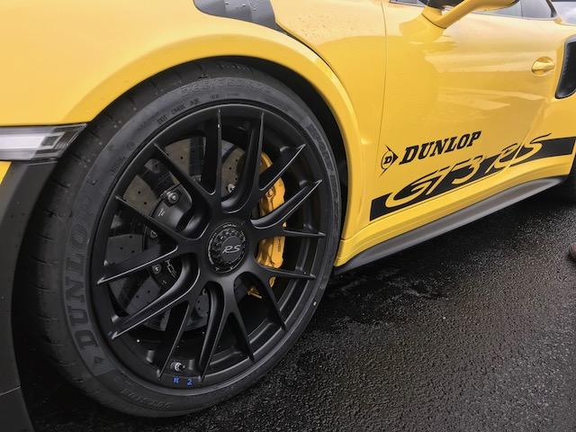 Dunlop presenta su Sport Maxx Race 2 en su circuito de Mireval