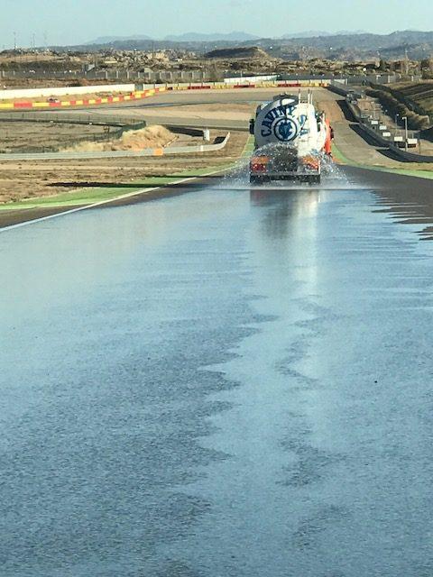MTS acondiciona la pista para una prueba de neumáticos de agua